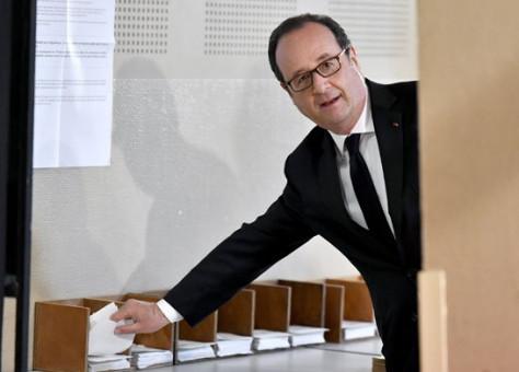الرئيس-الفرنسي-فرنسوا-هولاند-يعلن-دعمه-للمرشح-ماكرون-474x340