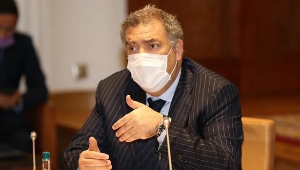 وزير الداخلية يعقد اجتماعا مع الأمناء العامين ورؤساء الأحزاب السياسية